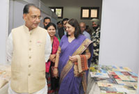 The Union Minister for Women and Child Development, Smt. Maneka Sanjay Gandhi and the Union Minister for Agriculture and Farmers Welfare, Shri Radha Mohan Singh taking a round of  the first of its kind Women of India Exhibition with  the theme 'Women and organic Products', in New Delhi on November 13, 2015.
