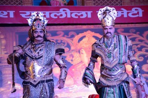 NEW DELHI, OCT 10 (UNI):- Actor Surendra Pal(L) during full dress Rehersal of Lav Kush Ramlila Committee in New Delhi on Saturday. UNI PHOTO-89U